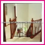 çocuk için merdiven kapısı