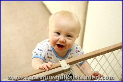 çocuk güvenlik çiti