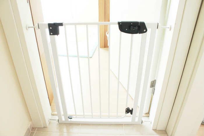 bebek çocuk merdiven güvenlik kapısı